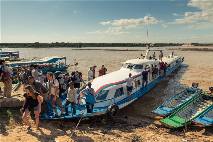 Take the boat from Chau Doc to Phnom Penh Cambodia