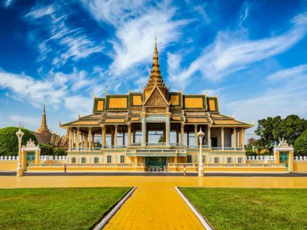 Cambodia Tour 5 Days: Royal Palace in Phnom Penh